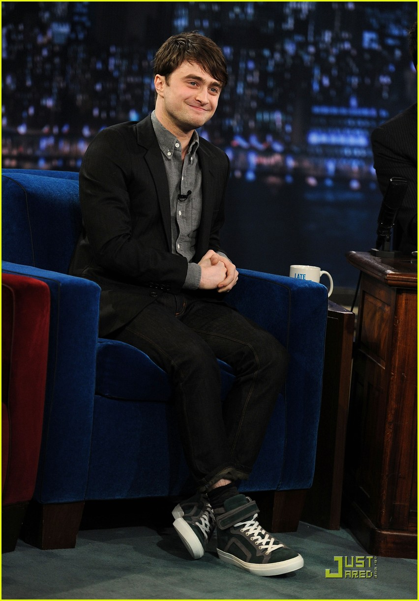 daniel radcliffe tries stand up comedy for jimmy fallon 05