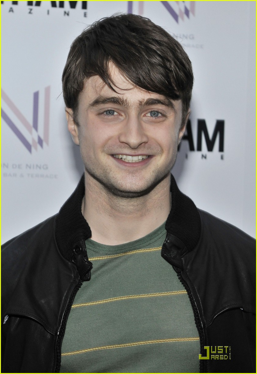 daniel radcliffe tries stand up comedy for jimmy fallon 06