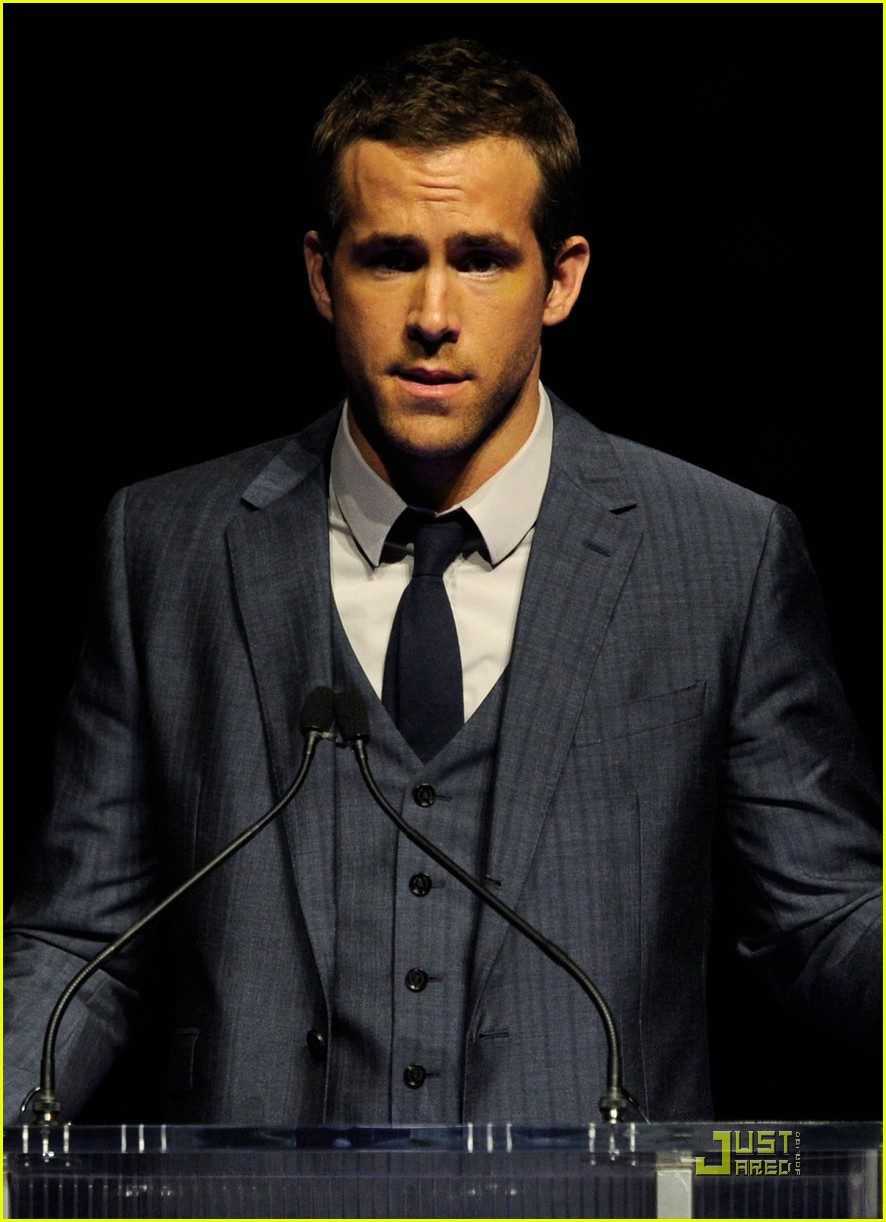 ryan reynolds cinemacon awards 2011 05