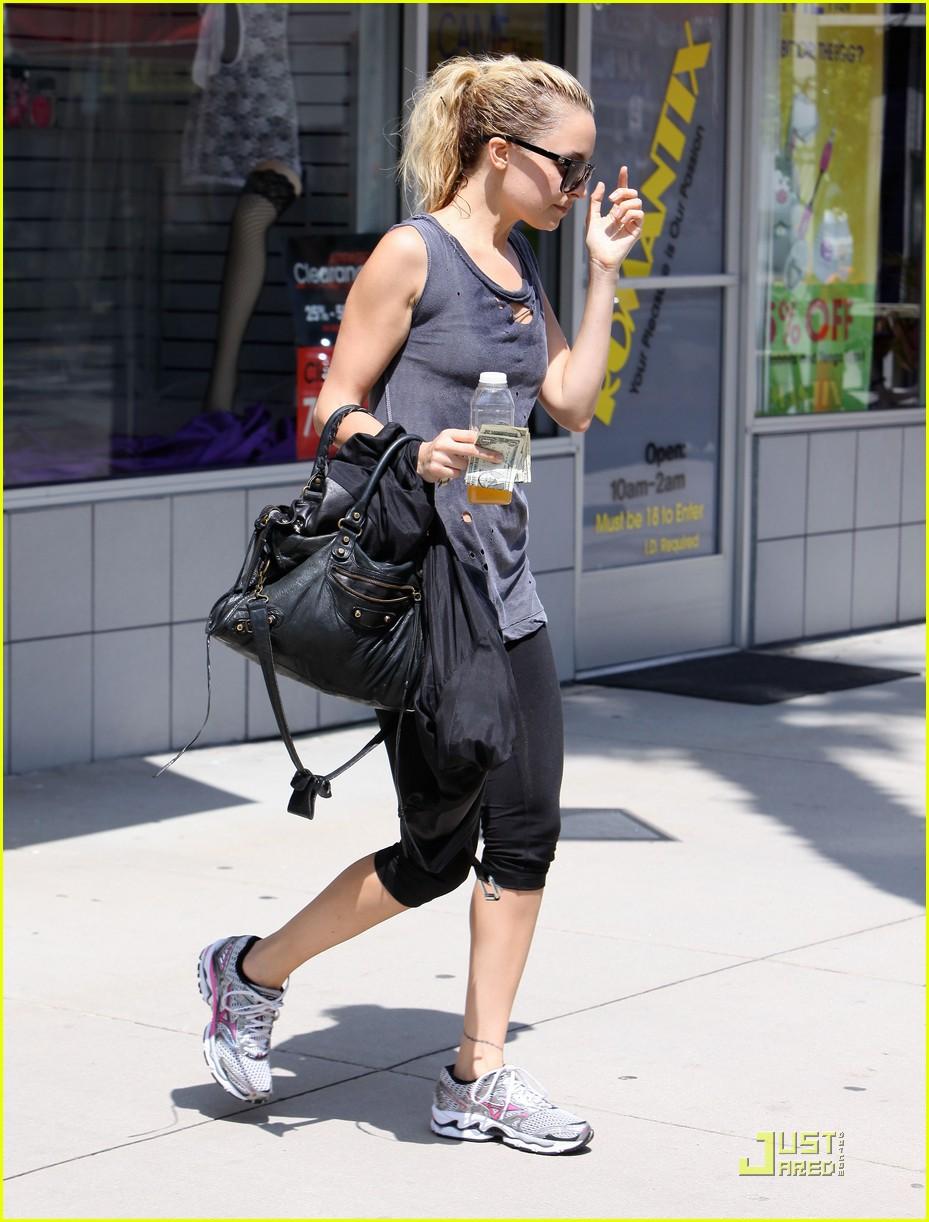 nicole richie workout woman 102538063