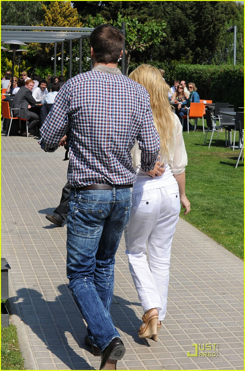 shakira gerard pique lunch lovers 102535889
