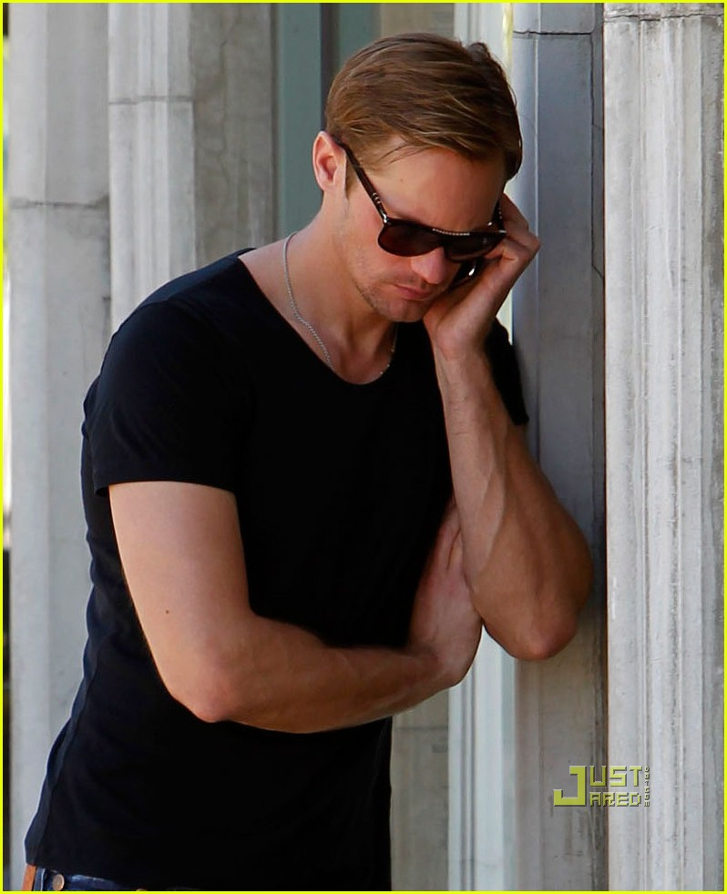 alexander skarsgard phone call joans on third 052538996