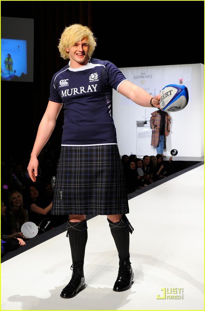 kiefer sutherland dressed to kilt 122533191