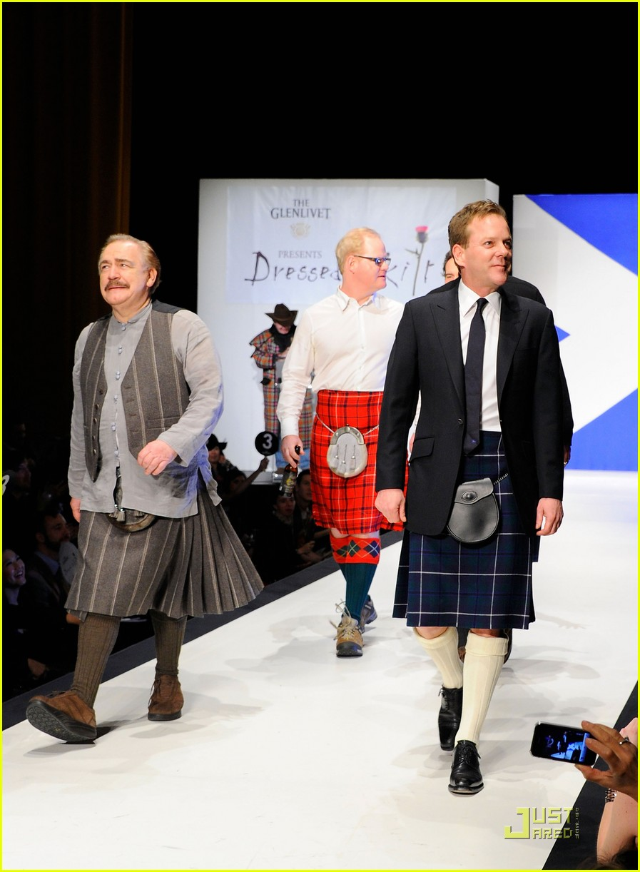 kiefer sutherland dressed to kilt 182533197