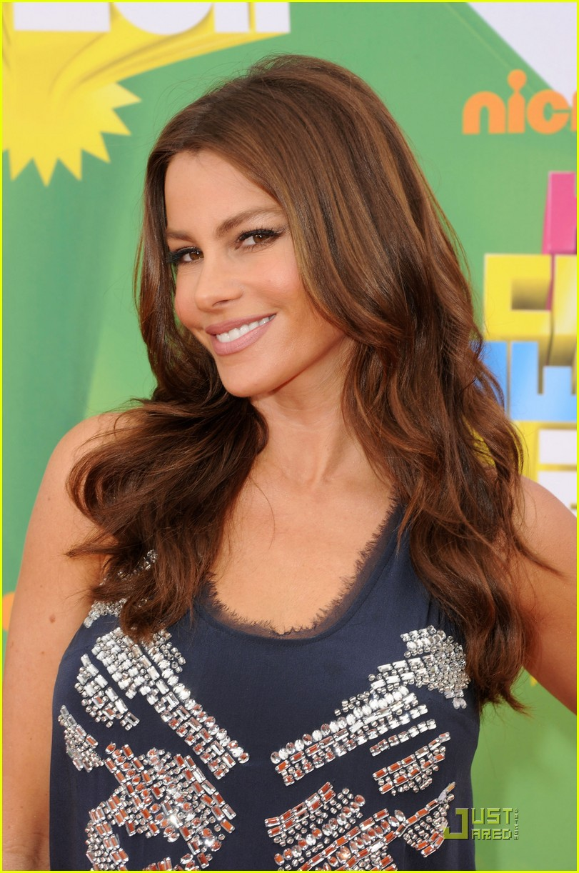 sofia vergara kca 2011 orange carpet 012532429
