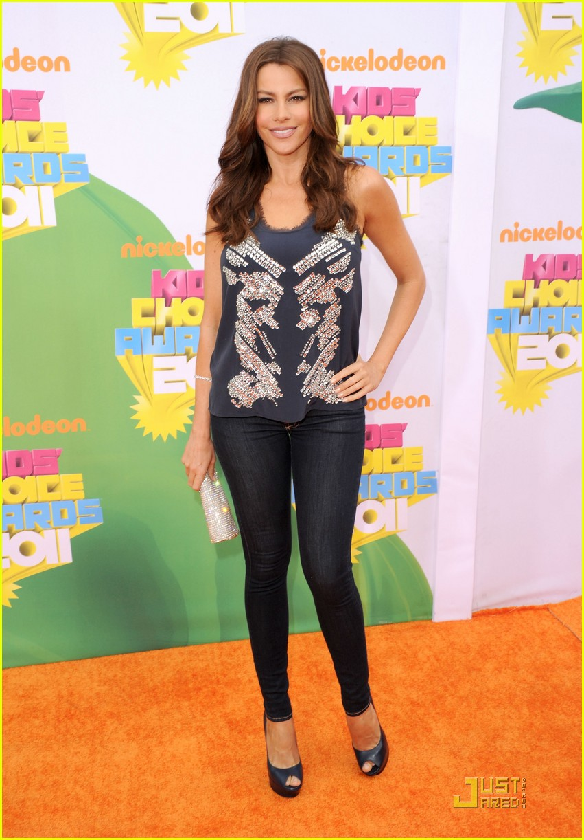 sofia vergara kca 2011 orange carpet 032532431