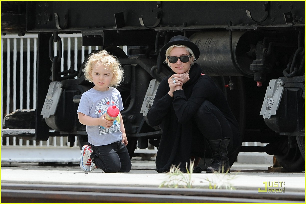 pete wentz ashlee simpson bronx train 062537585