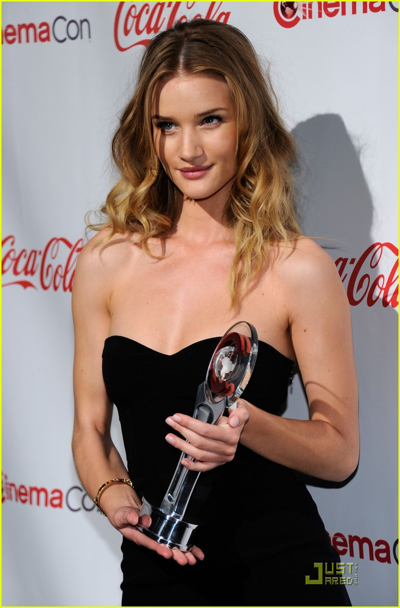 rosie huntington whiteley cinemacon awards 2011 02