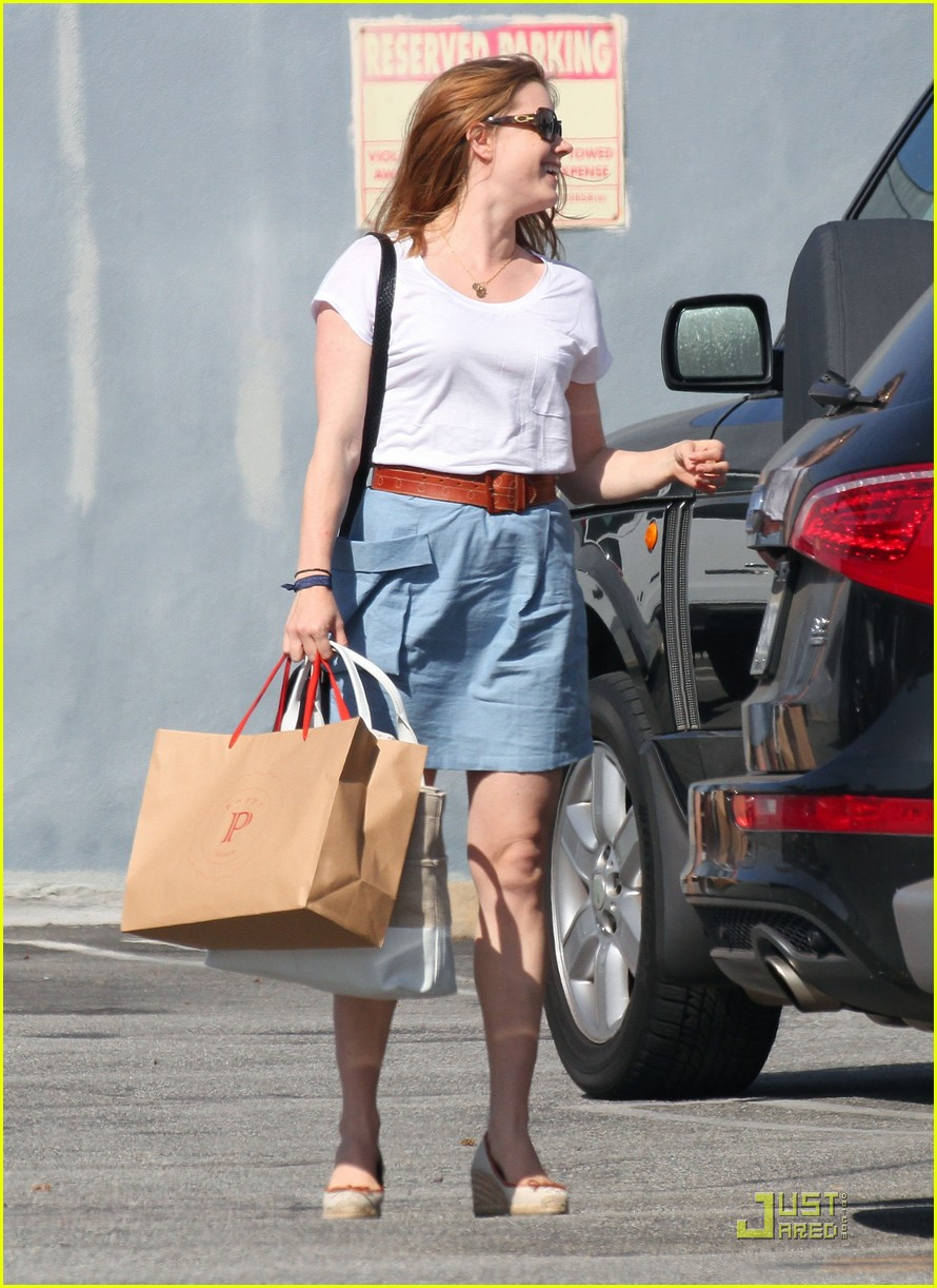 amy adams saturday shopping with darren and aviana 02