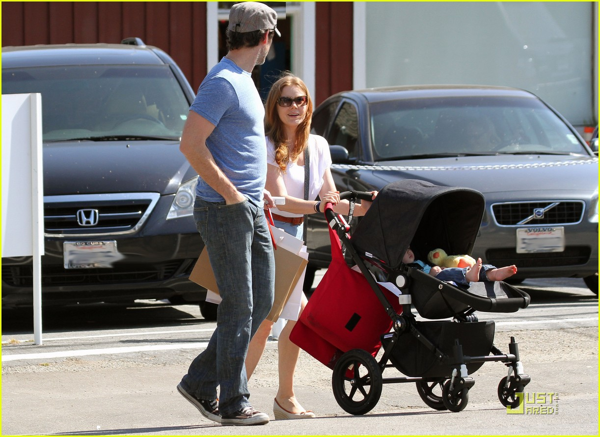 amy adams saturday shopping with darren and aviana 08