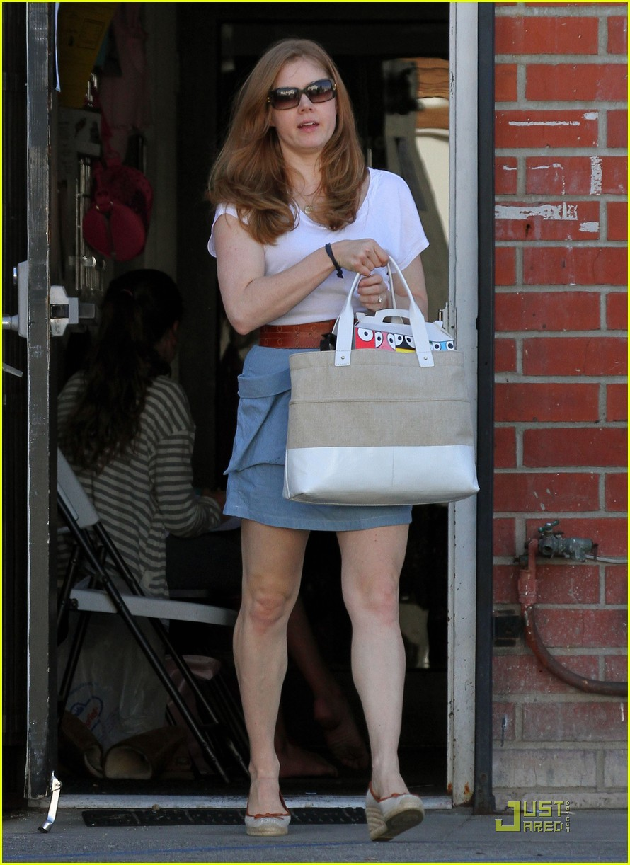 amy adams saturday shopping with darren and aviana 17