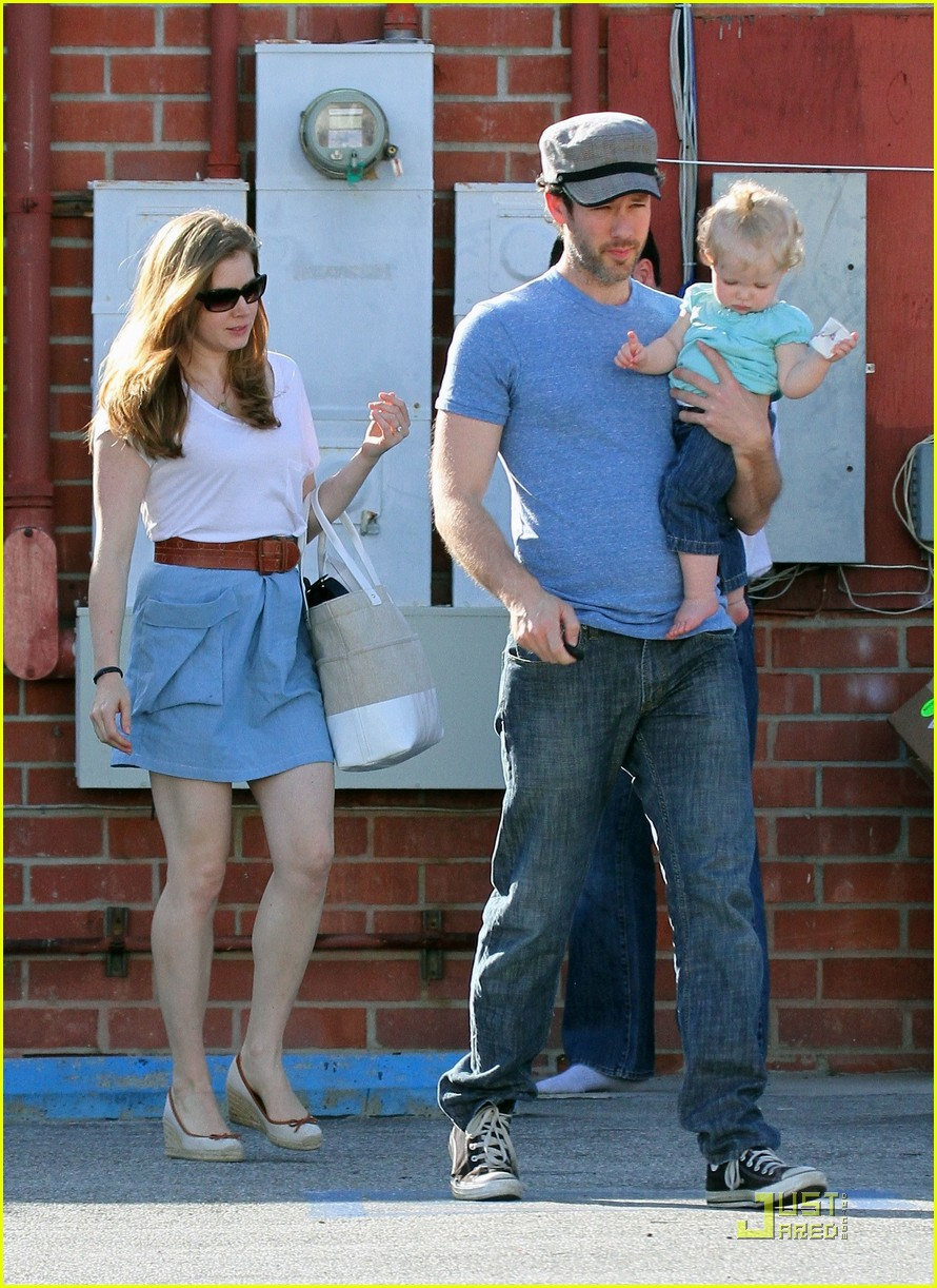 amy adams saturday shopping with darren and aviana 192548231