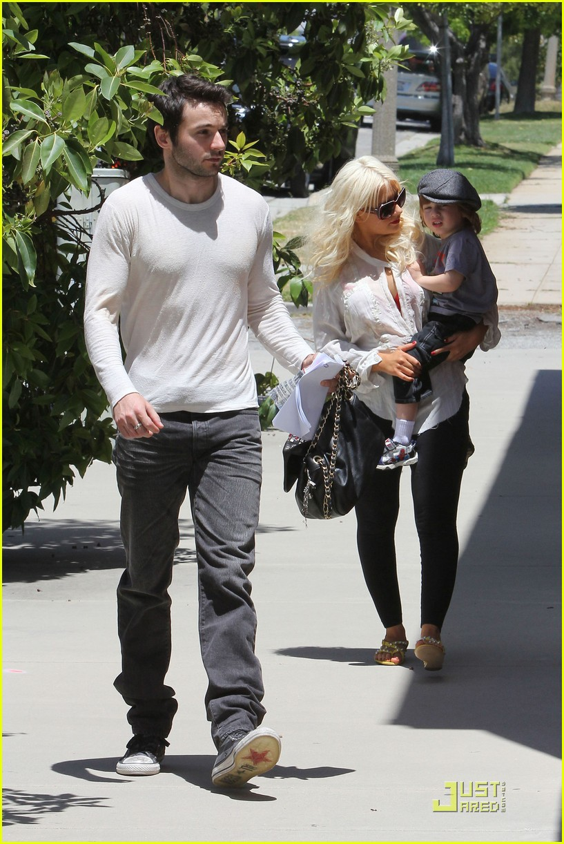 christina aguilera max dentist 11