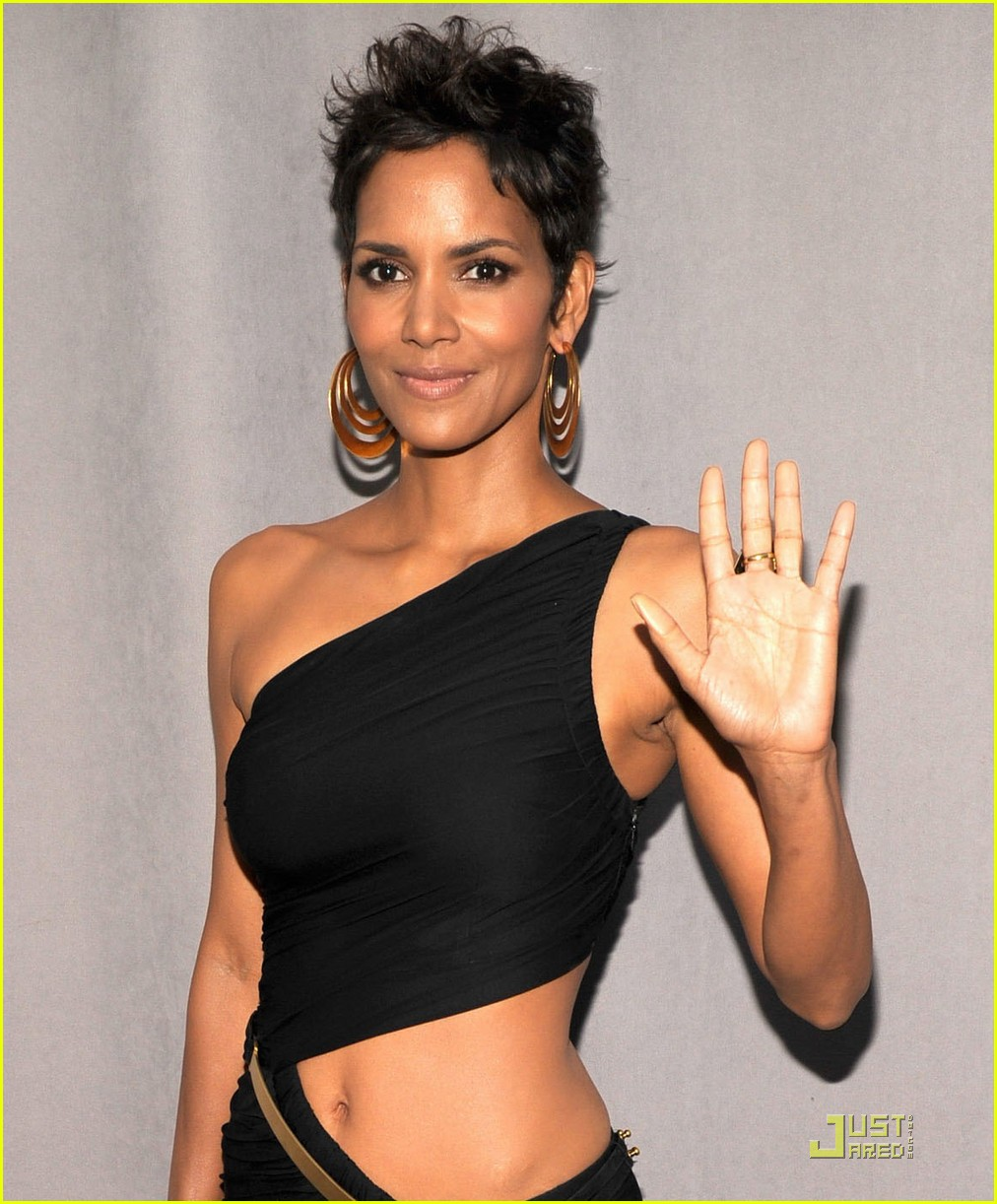 halle berry fifi awards 042547228