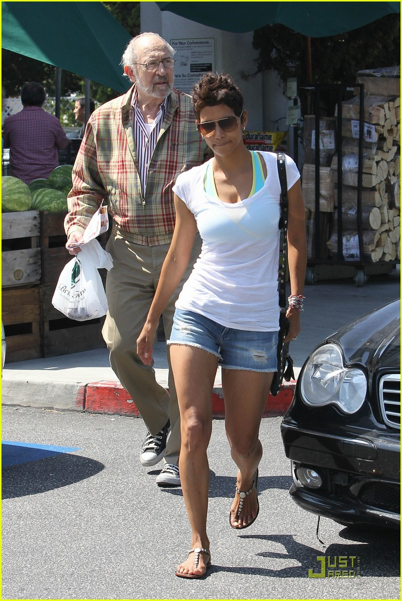 halle berry food shopping 062546089