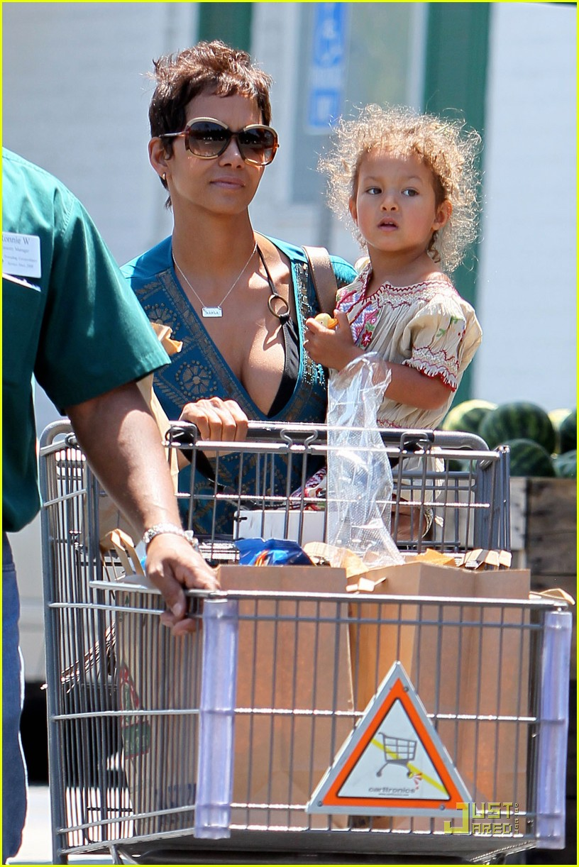 halle berry nahla grocery 052540933
