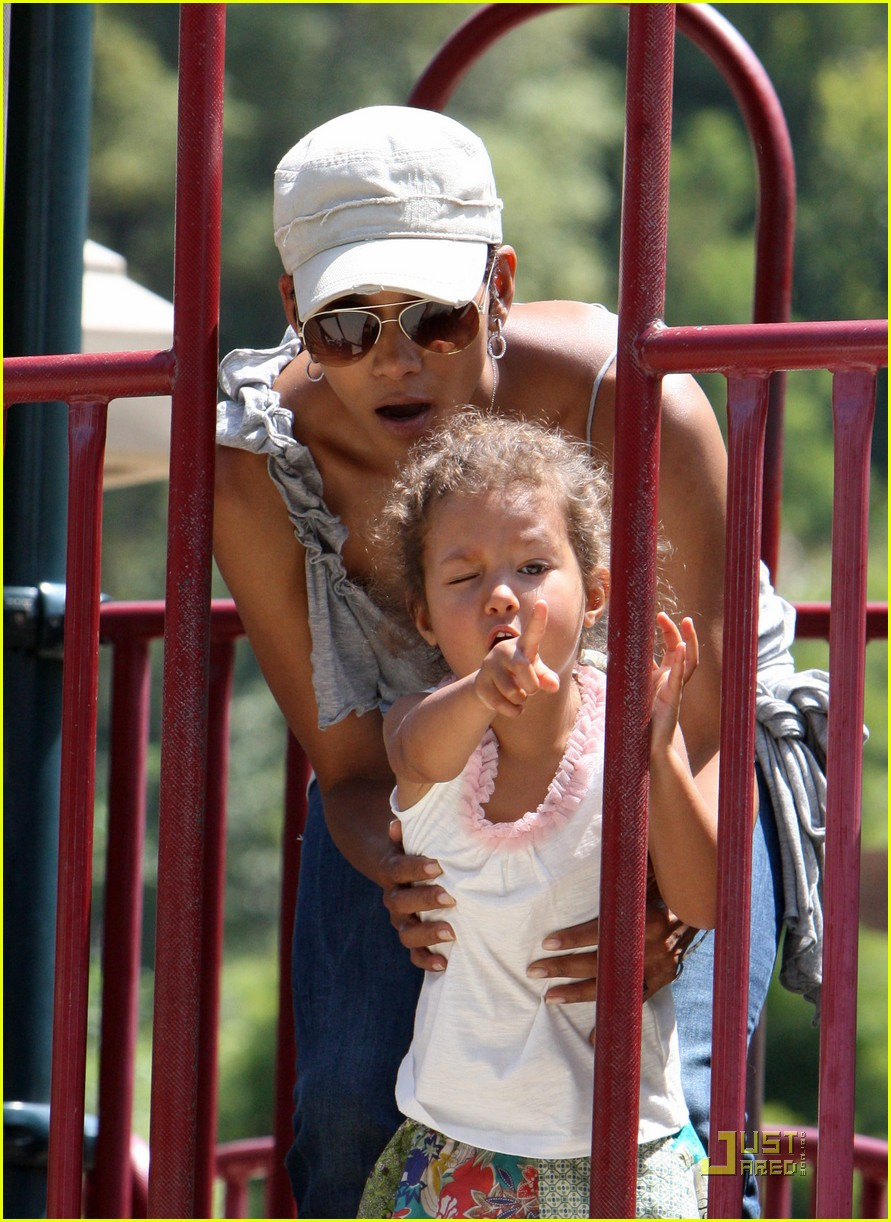 halle berry down the slide with nahla 02