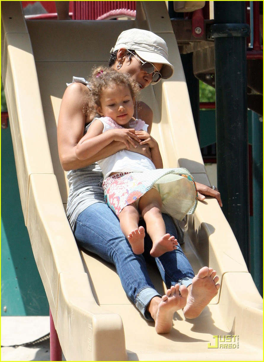 halle berry down the slide with nahla 052541595