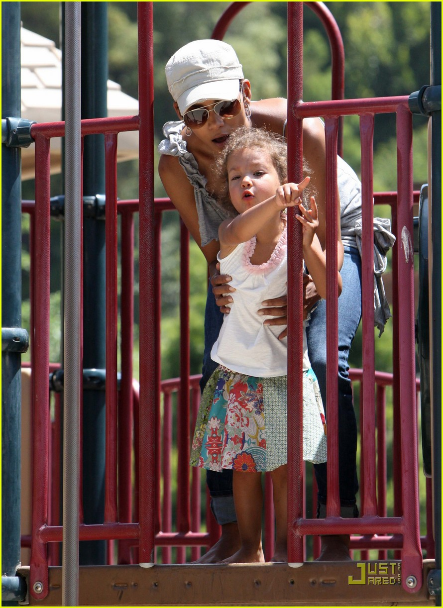 halle berry down the slide with nahla 062541596