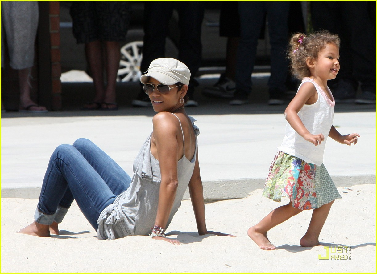 halle berry down the slide with nahla 092541599
