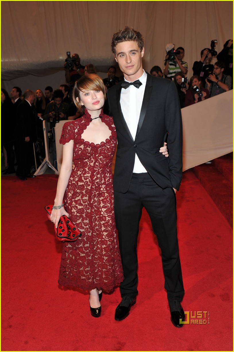 emily browning met ball 2011 02
