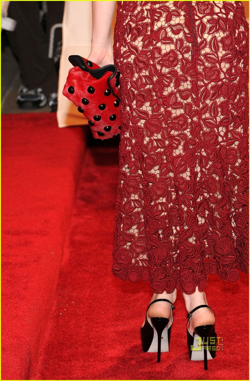 emily browning met ball 2011 06