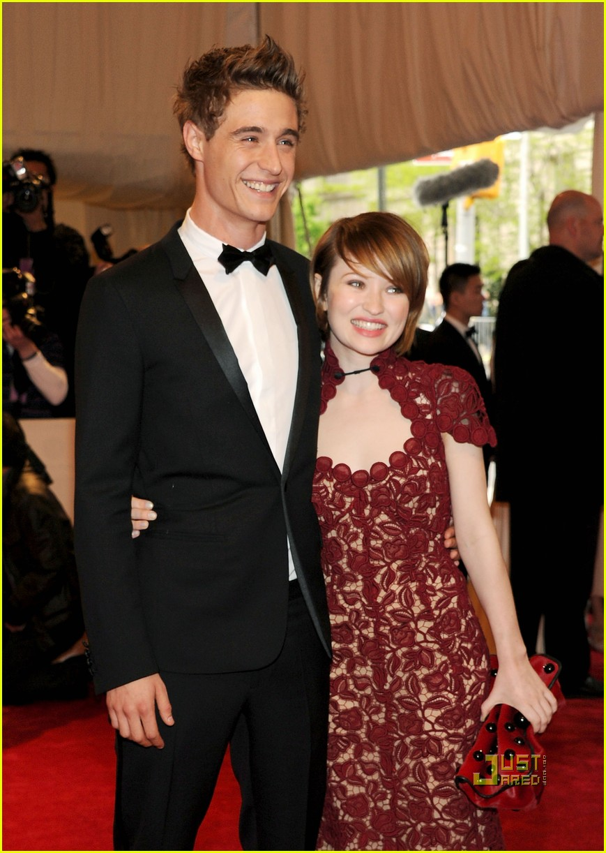 how did emily browning and max irons meet