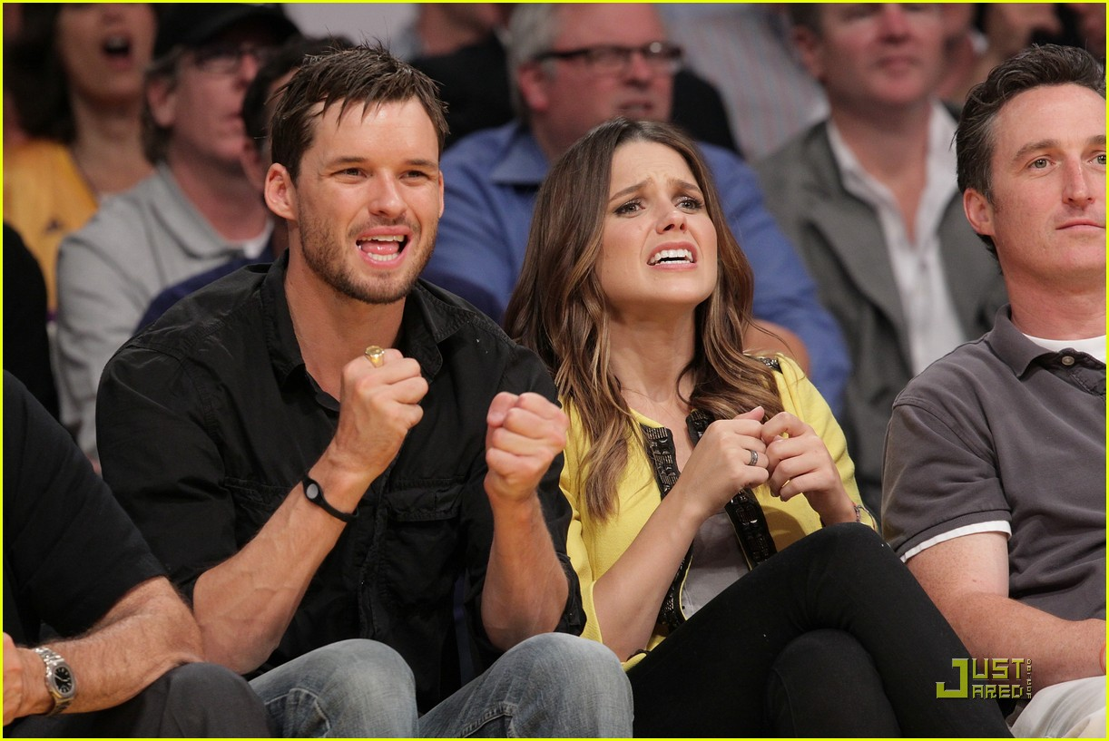 sophia bush austin nichols watch the lakers lose game 2 05