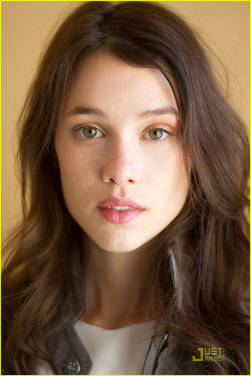 sam clafin astrid berges frisbey exclusive interviews 04