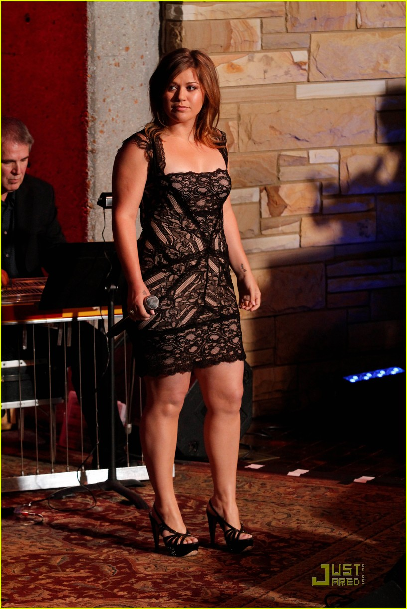kelly clarkson country music hall fame 012546835