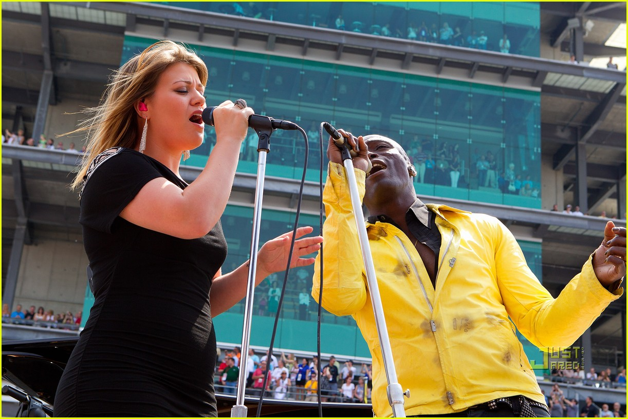 kelly clarkson seal national anthem indy 500 01