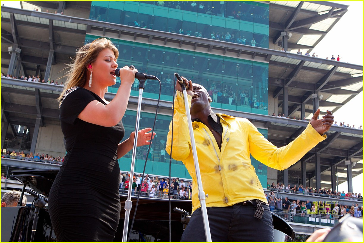 kelly clarkson seal national anthem indy 500 032548049