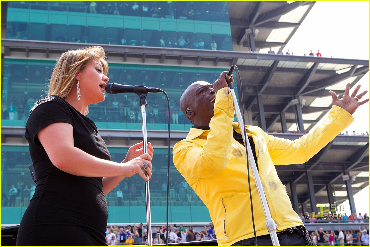 kelly clarkson seal national anthem indy 500 072548053