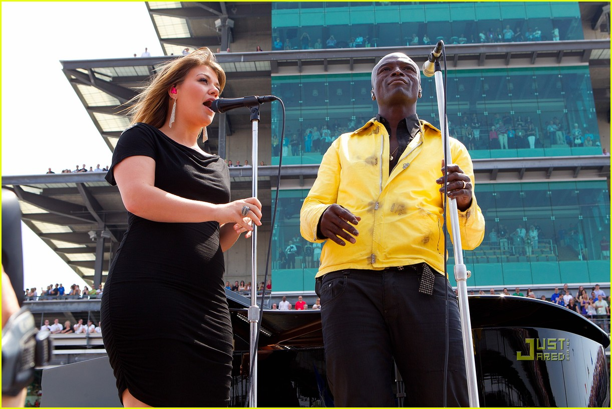 kelly clarkson seal national anthem indy 500 10