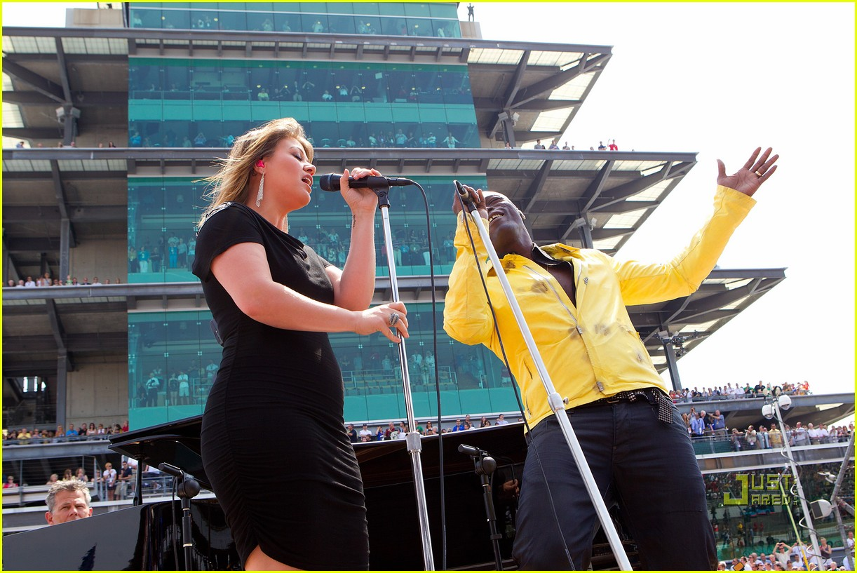 kelly clarkson seal national anthem indy 500 112548057
