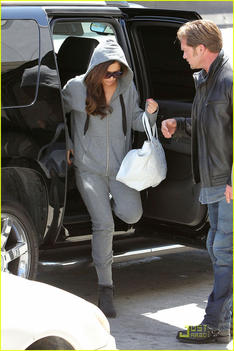 cheryl cole leaves lax 03
