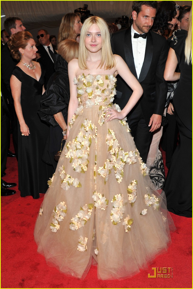 dakota fanning met ball 2011 022540308