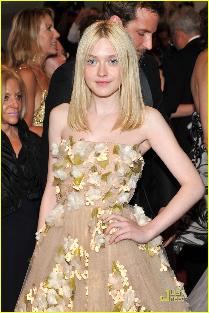 dakota fanning met ball 2011 03
