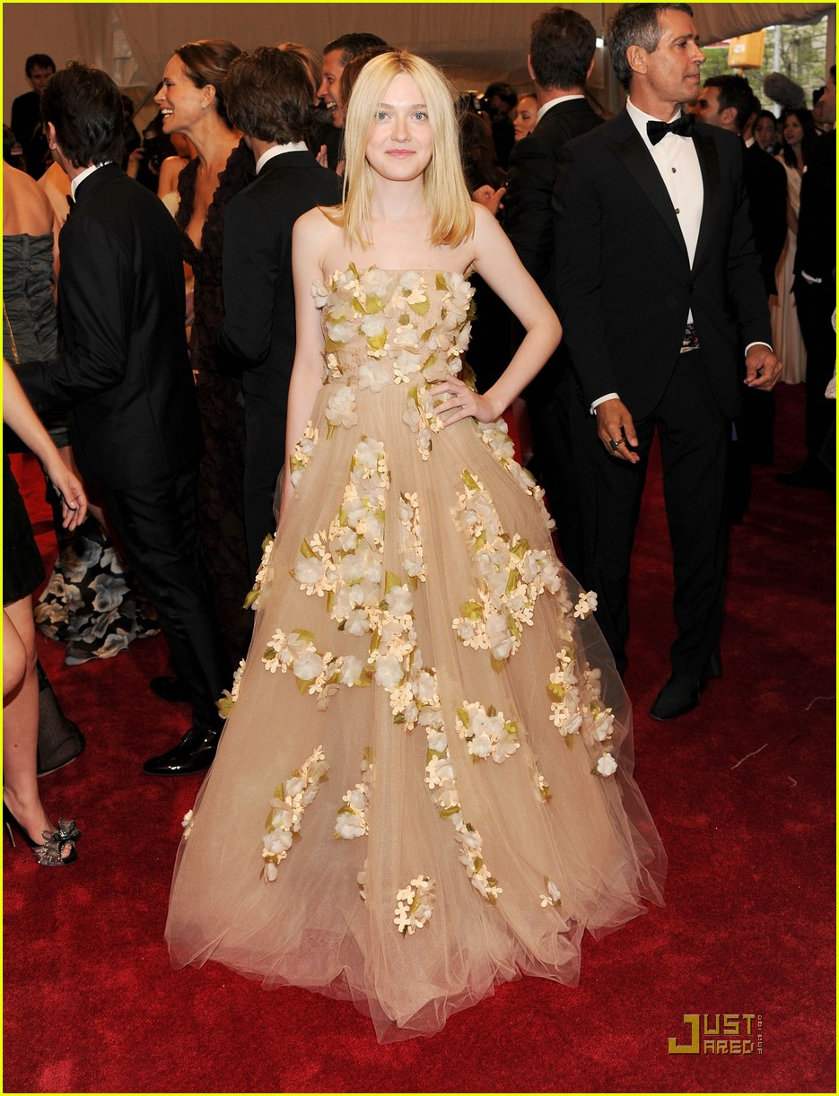 dakota fanning met ball 2011 05