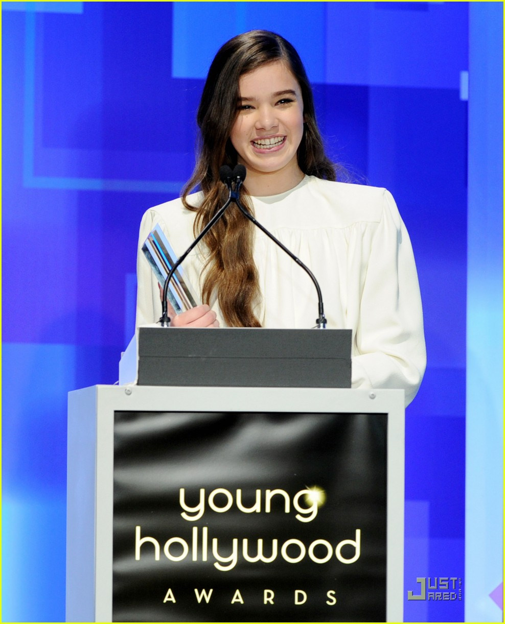 elle fanning hailee steinfeld young hollywood awards 022545972