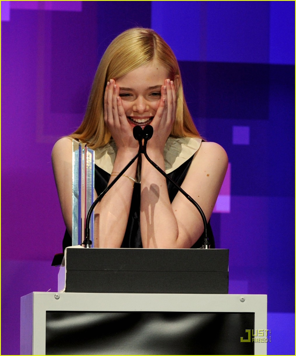 elle fanning hailee steinfeld young hollywood awards 042545974