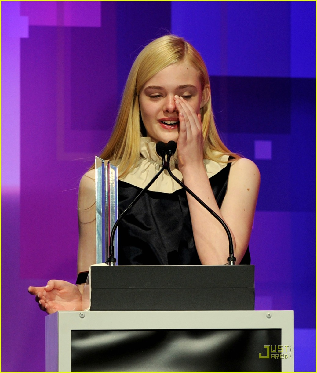 elle fanning hailee steinfeld young hollywood awards 152545985
