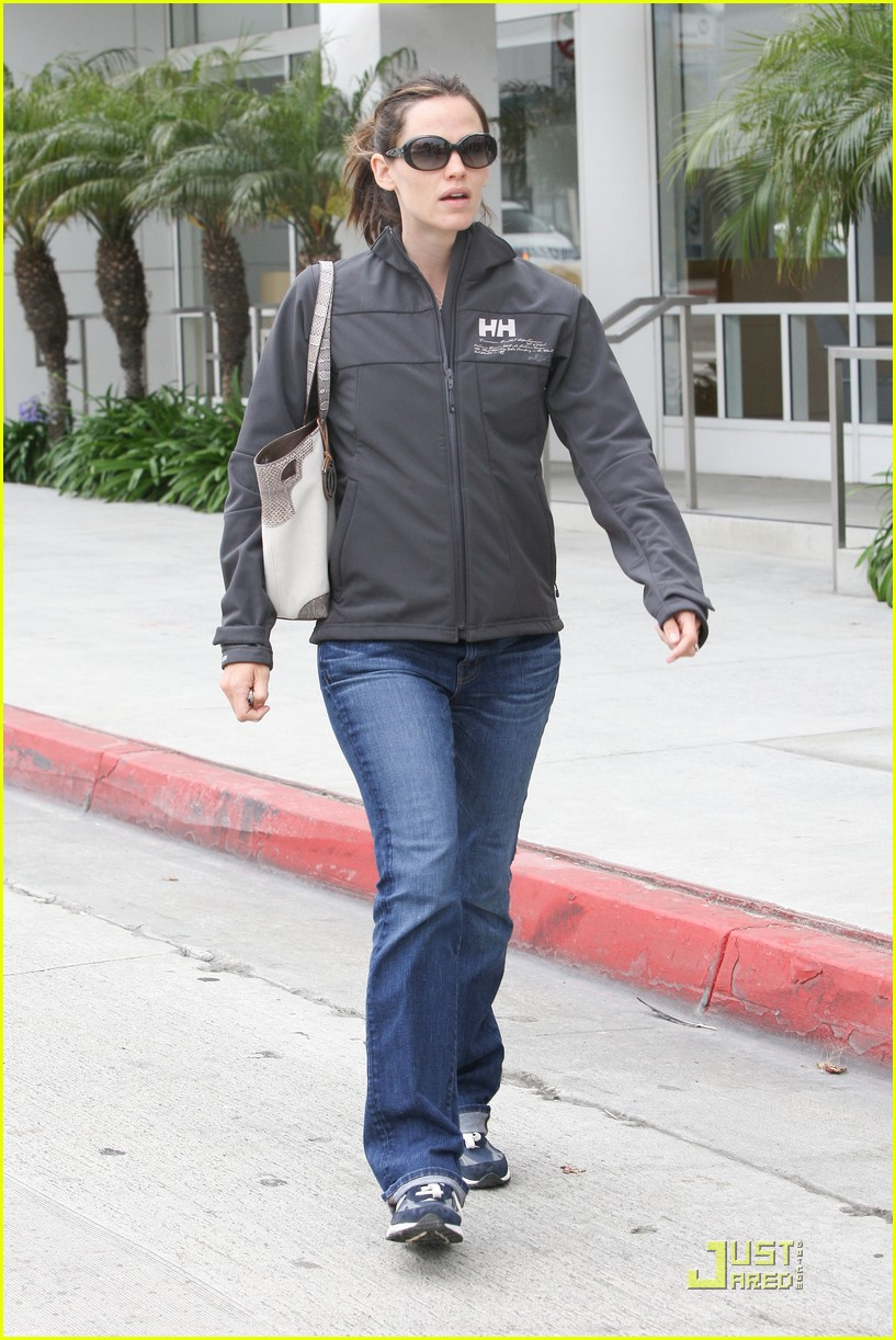 jennifer garner feeds meter 062541880