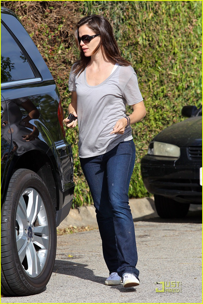 jennifer garner mothers day tobey maguire 032542116