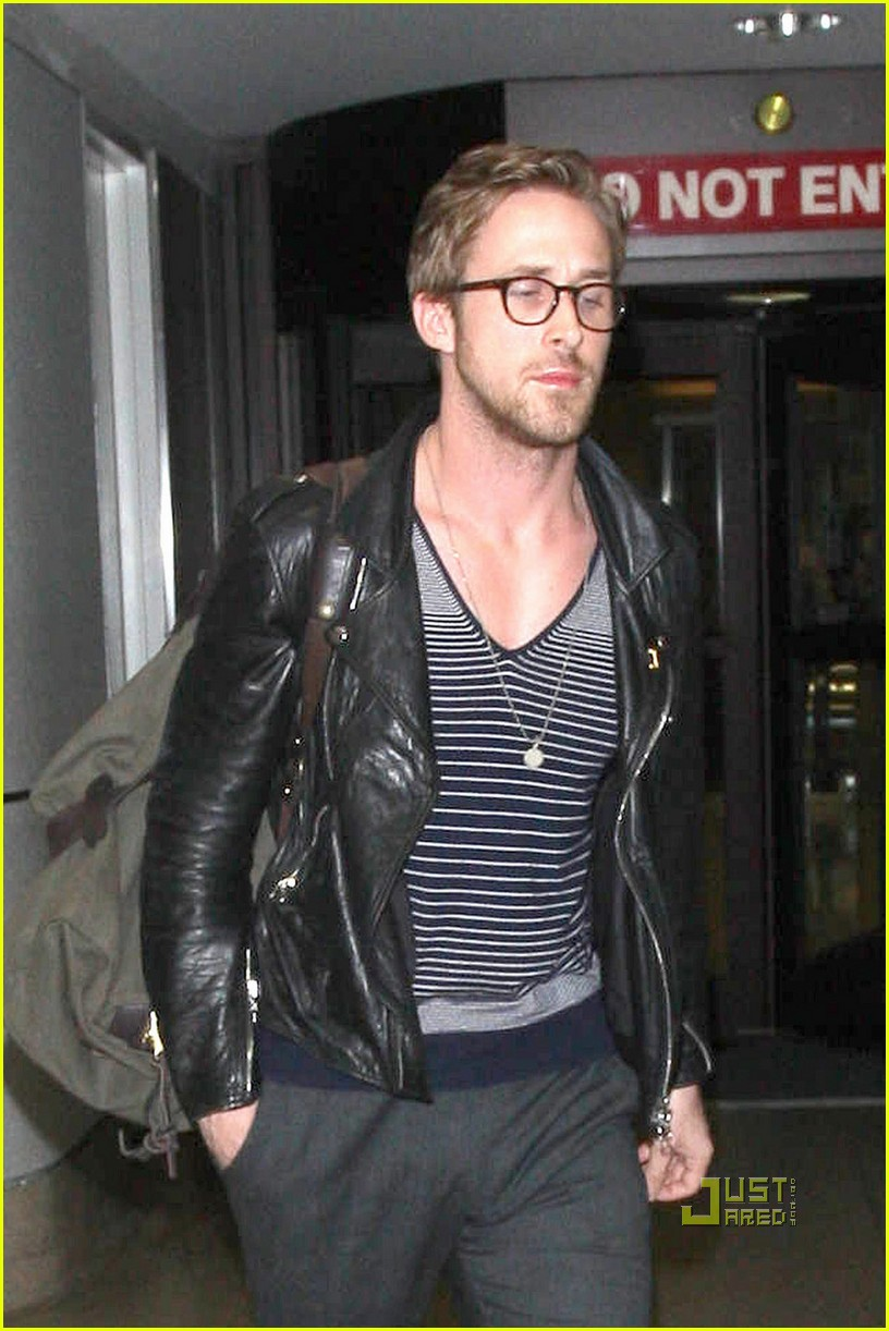 a509acccf2 Ryan Gosling  Glasses Guy at LAX  Photo 2540022