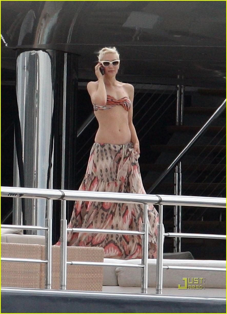 photos Gwen red bikini stefani in