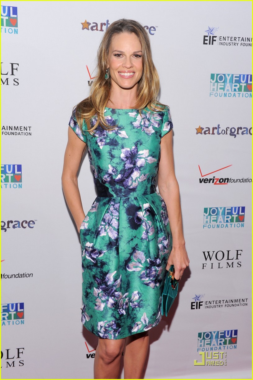 hilary swank mariska hargitay joyful heart gala 01