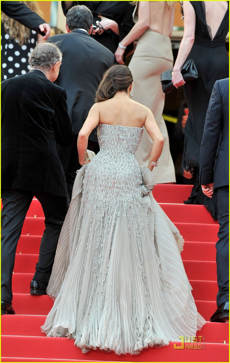salma hayek cannes opening ceremony 13