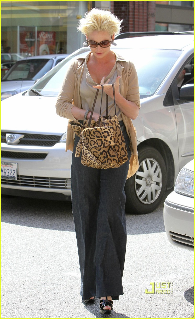 katherine heigl medical building beverly hills 03