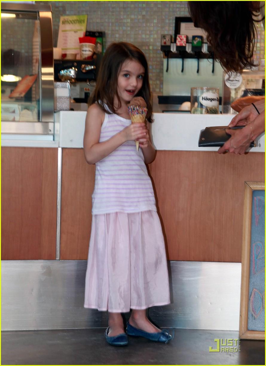 katie holmes suri ice cream 022544696